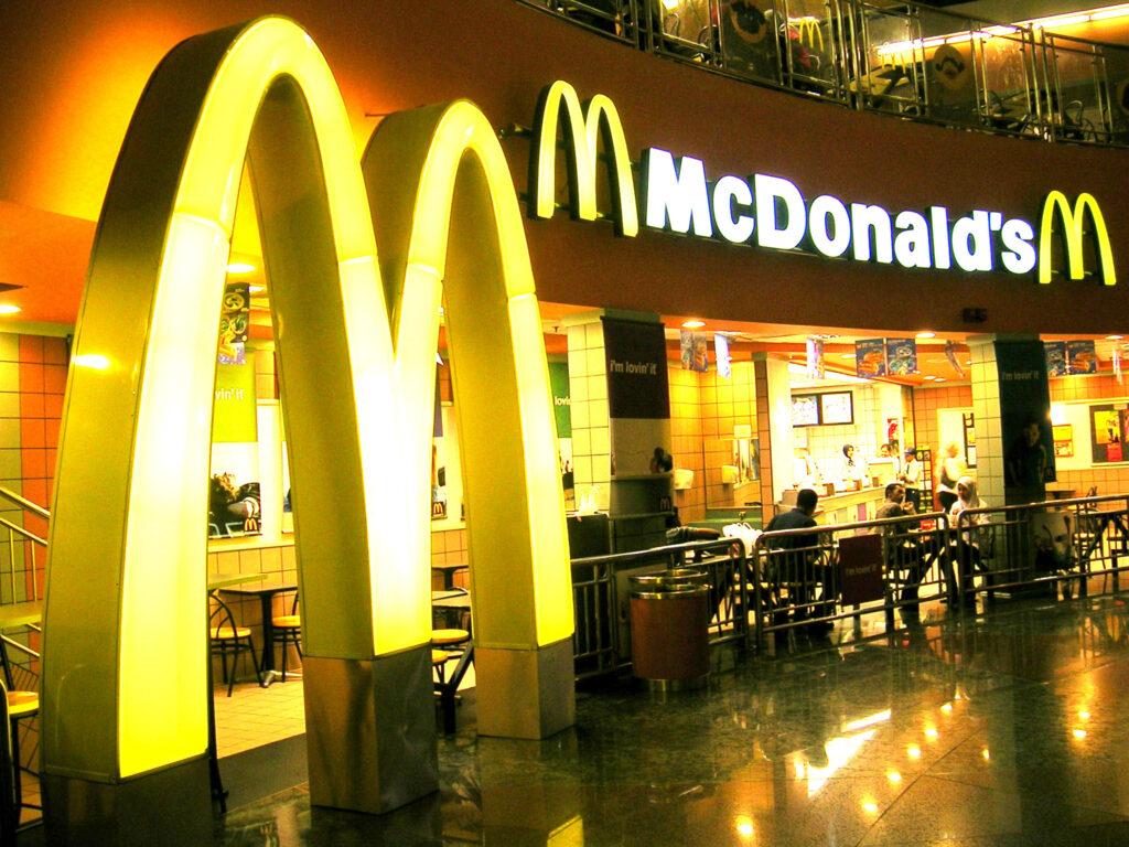 Công thức thành công của Chuỗi nhà hàng thức ăn nhanh McDonald's - V01