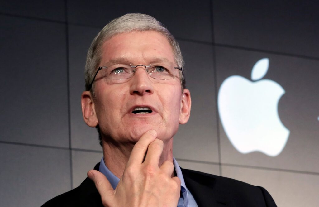 Tim Cook đã phát triển đế chế Apple như thế nào trong một thập kỷ làm CEO - V01